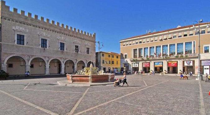 piazza-del-popolo-pesaro-1367248730